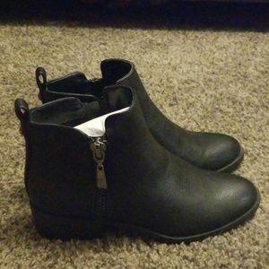 VERA WANG Black Short Ankle Boots